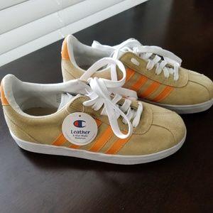 Lady's Champion Size 7 Sneaker